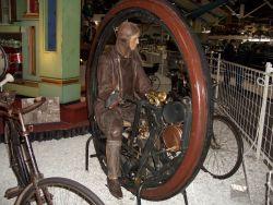1-rädriges Motorrad von Erich Edison-Puton, 1910 (Rekonstruktion von F. Schlenker)