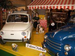 Drei kleine Italiener (In weiß: Fiat Nuova 500, 1968 ... )